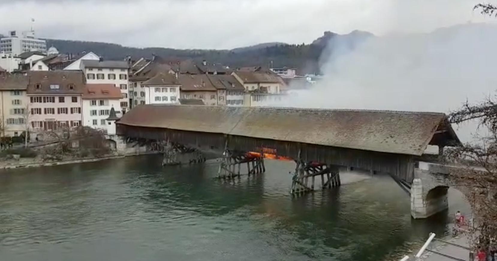 Oltner Holzbrücke steht in Flammen